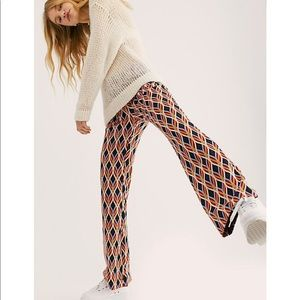 FREE PEOPLE ASYMMETRICAL PRINT FLARE STRETCH PANTS